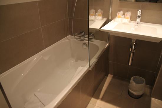 Дизайн ванн обычных квартир